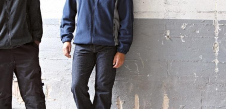 Homme avec des vêtements de travail